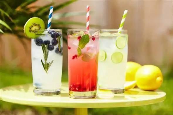 smoothies-teas-and-lemonades-summer-is-here.jpg